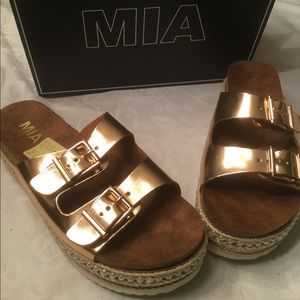 Mia Rose Gold platform Sandals 9M